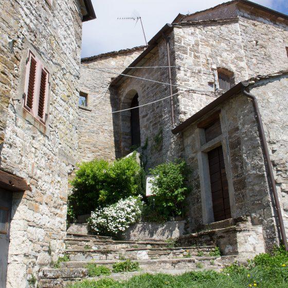 Montebotolino - ingresso della chiesetta